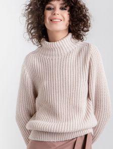 Женский теплый светлый свитер с горловиной и объемным рукавом