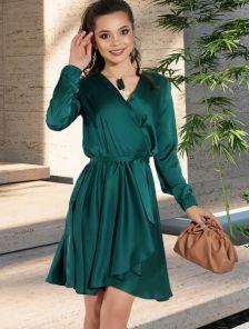 Нарядное шелковое платье на запах с рукавом в изумрудном цвете