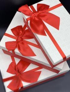 Подарочная прямоуголная коробка с атласным бантом