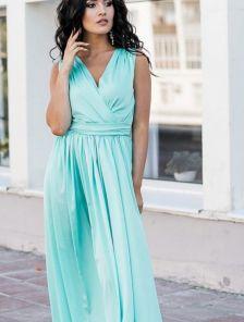 Нарядное шелковое голубое платье с V-образным вырезом