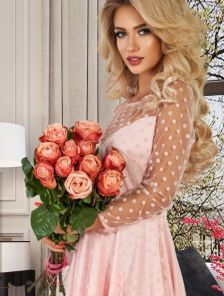 Нарядное розовое фатиновое платье миди в горошек