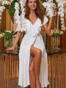 Белое шелковое вечернее платье миди с разрезом и рюшами на роспись