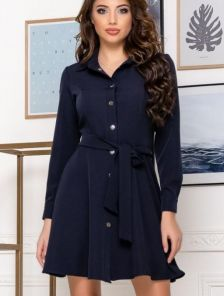 Женское короткое платье с поясом в синем цвете