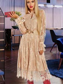 Бежевое кружевное платье на длинный рукав
