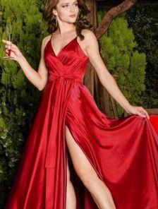 Нарядное длинное красное платье на вечер на тонких бретелях