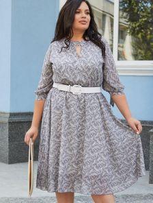 Легкое светлое платье миди большого размера с цветами