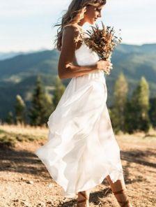 Белое легкое платье миди на бретелях