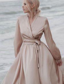 Длиннное вечернее бежевое платье с длинным рукавом