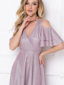 Эффектное пудровое длинное блестящее платье со спущенным рукавчиком