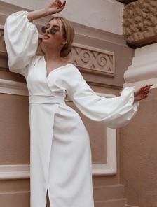Нарядное белое платье миди на запах с пишным рукавом