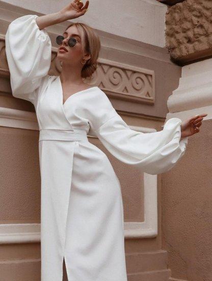 Нарядное белое платье миди на запах с пишным рукавом, фото 1
