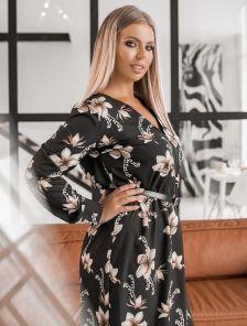 Черное короткое платье большого размера на длинный рукав с цветами