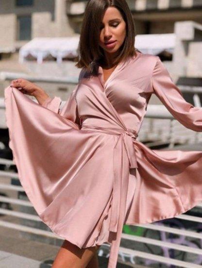 Нарядное шелковое пудровое платье на запах с рукавом, фото 1