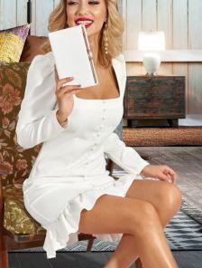 Короткое нарядное белое деловое платье