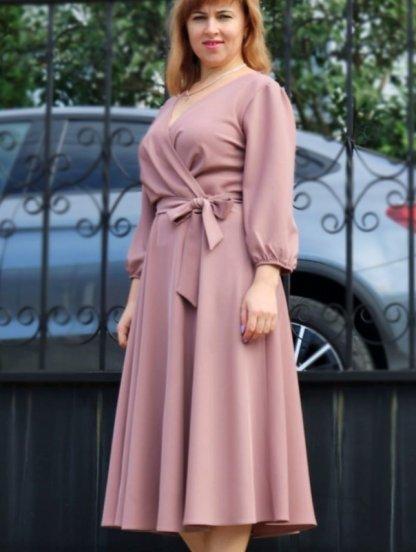 Нарядное платье миди на запах с длинным рукавом в цвете пудра, фото 1