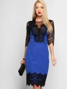 Синее коктейльное платье с кружевным декольте и рукавами