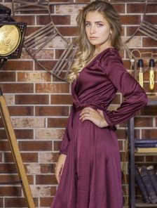 Шелковое нарядное платье макси с разрезом на длинный рукав цвета марсала