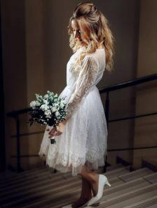 Белое нарядное кружевное платье-пачка с рукавом 3/4