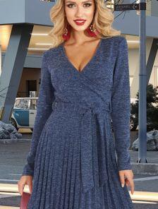 Синее теплое короткое платье из ангоры на запах с юбкой плиссе