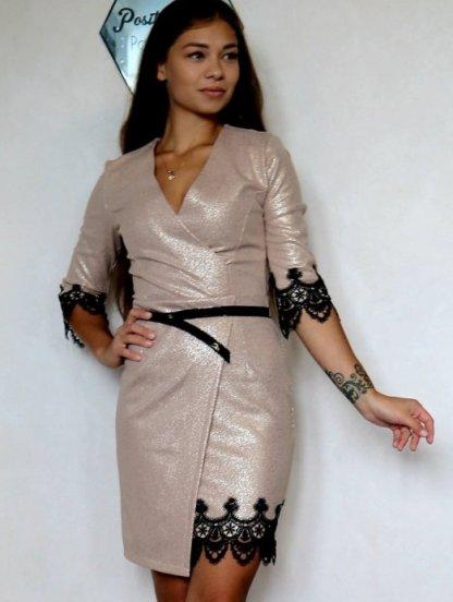Нарядное короткое золотистое платье на запах с кружевом, фото 1