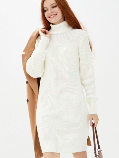 Белое короткое вязаное платье с горловиной на зиму, фото 1