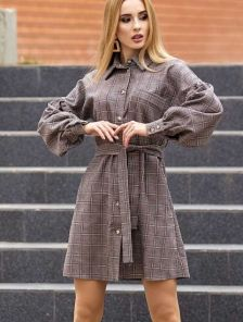 Короткое вельветовое расклешенное платье рубашка в клетку