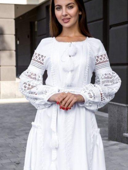 Нарядное белое кружевное платье ниже колен с объемным рукавом, фото 1