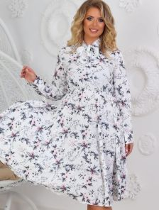 Белое короткое платье большого размера на длинный рукав с принтом