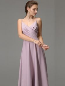 Светлое длинное платье на бретелях с вырезом на спине на роспись и свадьбу