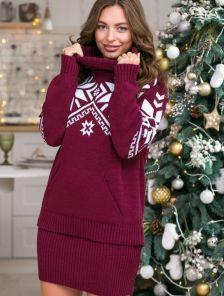 Теплый зимний вязаный бордовый костюм с орнаментом : свитер и юбка