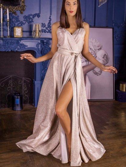 Нарядное длинное золотистое блестящее платье с декольте, фото 1
