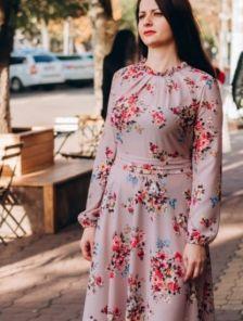 Нарядное пудровое легкое платье миди с цветами