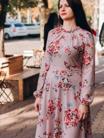 Нарядное пудровое легкое платье миди с цветами, фото 1
