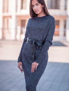 Вязаное длинное черное платье свободного кроя