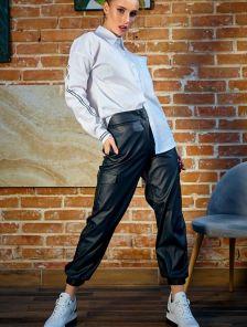 Черные облегающие кожаные брюки с высокой талией
