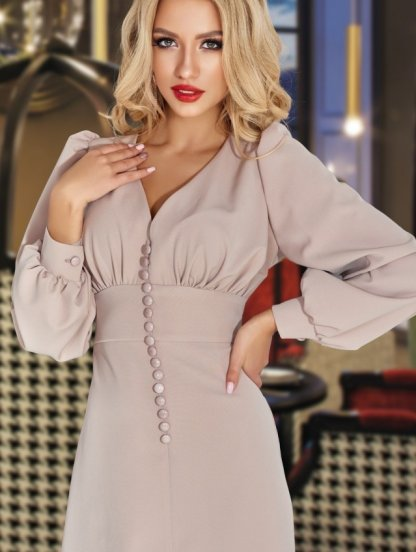 Бежевое короткое платье с рукавом, фото 1