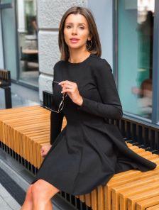 Короткое осеннее нарядное черное платье на длинный рукав