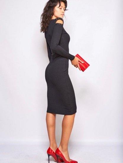 Черное трикотажное силуэтное платье с открытыми плечами, фото 1