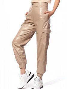 Светлые облегающие кожаные брюки с высокой талией