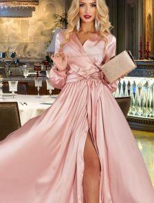 Пудровое вечернее длинное платье на запах с длинным рукавом
