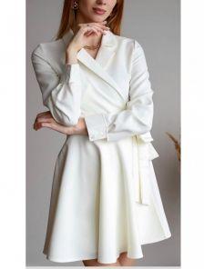 Белое мини платье с запахом и пышной юбкой для свидания