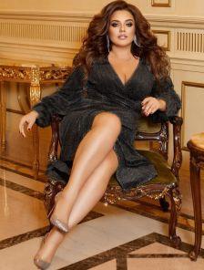 Нарядное расклешенное черное блестящее платье на длинный рукав