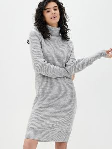 Вязаное серое теплое платье на длинный рукав с горловиной