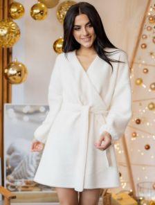 Белое платье на запах с поясом до колен