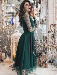 Зеленое нарядное платье в горошек с прозрачным рукавом