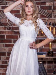 Белое короткое кружевное нарядное платье с рукавом 3/4