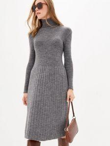 Теплое зимнее платье с горловиной серого цвета с натуральной шерстью