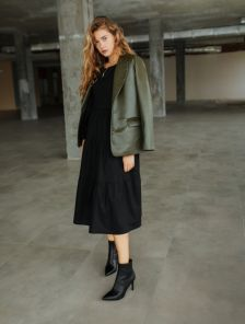 Стильный женский пиджак цвета хаки из экокожи