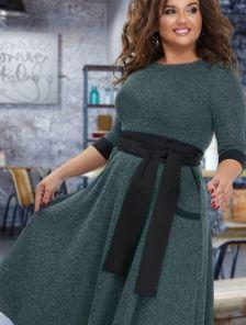 Зеленое теплое платье с карманами под пояс