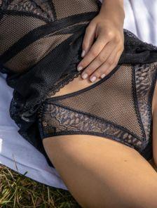 Черные сексуальные кружевные трусики бразилиана